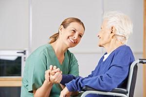 Devenir aide soignante aide soignant