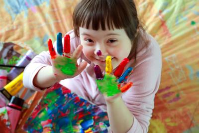Droit fondamental pour tous, l'éducation doit aujourd'hui porter une attention toute particulière aux enfants en situation de handicap.