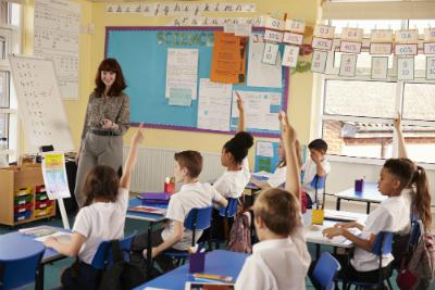 Découvrez les grandes lignes du projet de loi pour une école de la confiance, ainsi que la controverse qui entoure cette première loi sur l'école en six ans