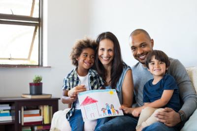Alors que la démarche d'adoption relève souvent du parcours du combattant, le Premier ministre a chargé deux parlementaires de dresser un premier bilan de la loi sur la protection de l'enfant.
